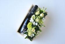 Bloemencreatie met fles cava