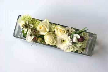 Wit bloemstuk in glas
